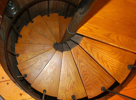 wooden-residential-spiral-staircase-design