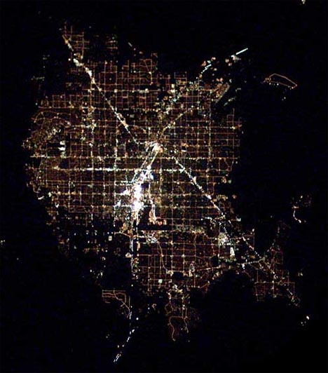https://cdn.dornob.com/wp-content/uploads/2009/08/city-nighttime-aerial-photo-las-vegas.jpg