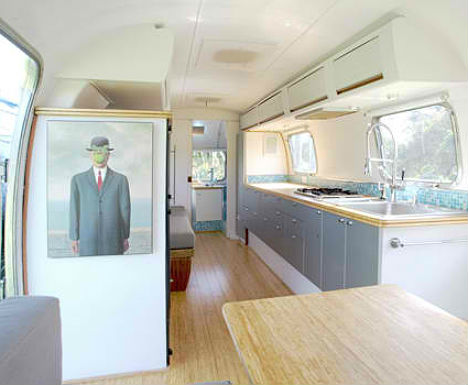 Vintage Airstream Converted into Home/Office Hybrid - image Vintage-Airstream-Renovation-1 on http://bestdesignews.com