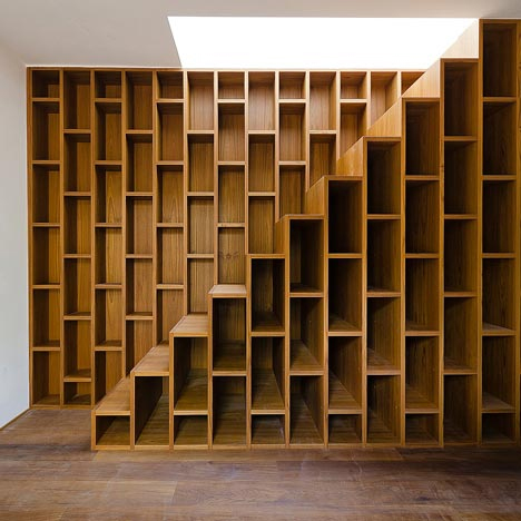 Wall Length Bookcase Extending Stairs