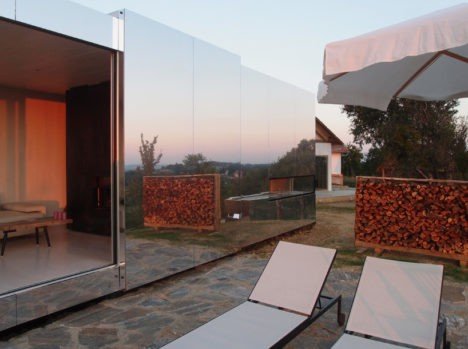 Casa Invisible: Mirrored Prefab Pulls Disappearing Act
