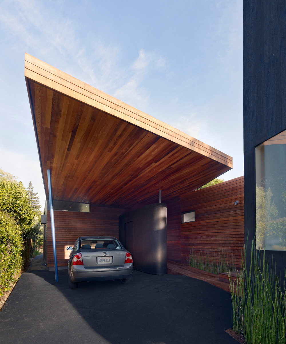 Midcentury Modern Update: House Features Two Floating Volumes