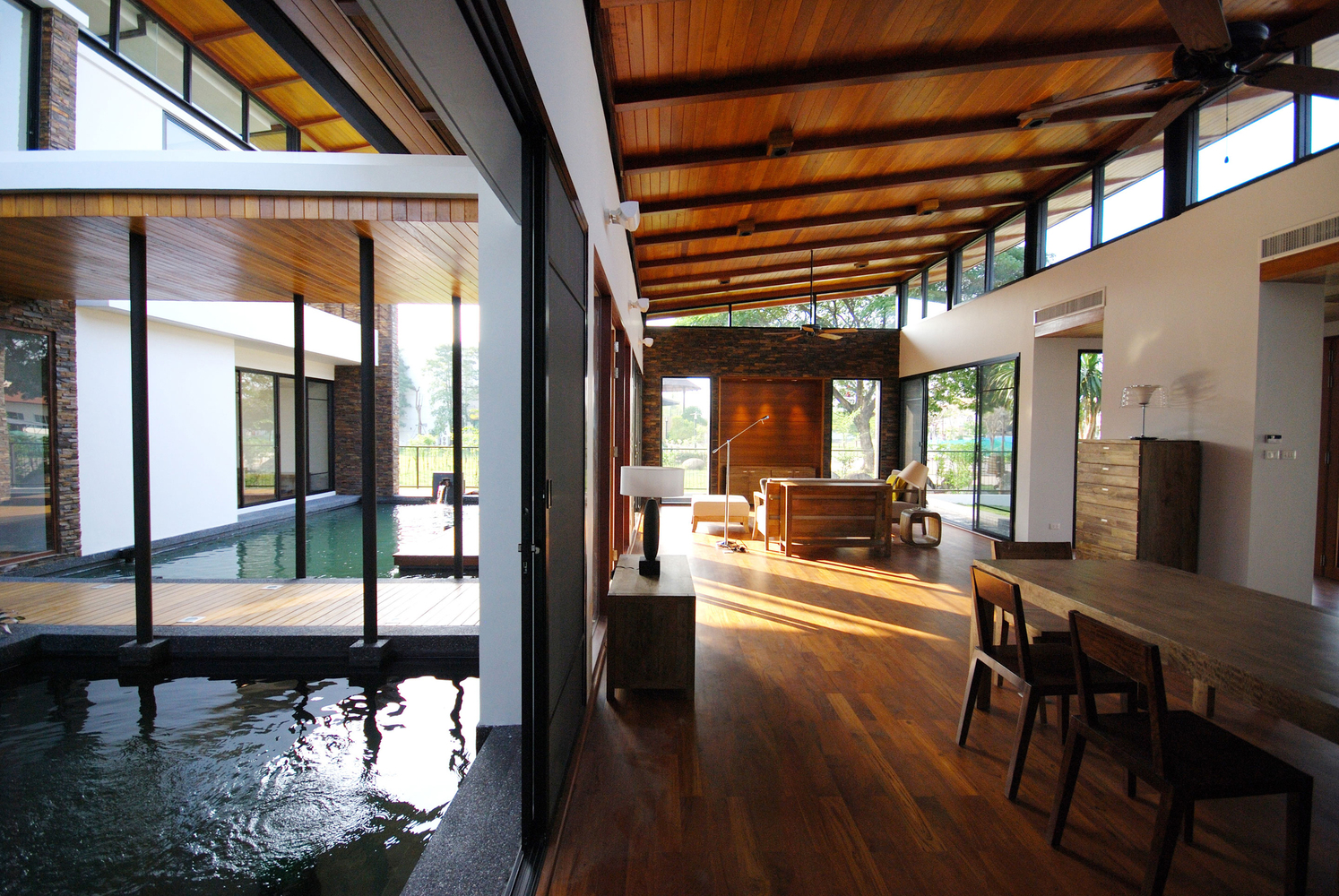 Feng Shui House Feels Like It S Floating On A Lake